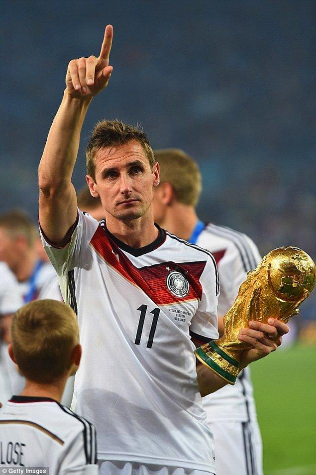Dünya Kupası'nın en çok gol atan futbolcusu 16 golle Alman futbolcu Miroslav Klose.