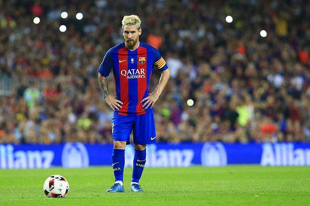 Bir sezonda en çok gol atan futbolcu; Lionel Messi (2011-12 sezonu 73 gol)