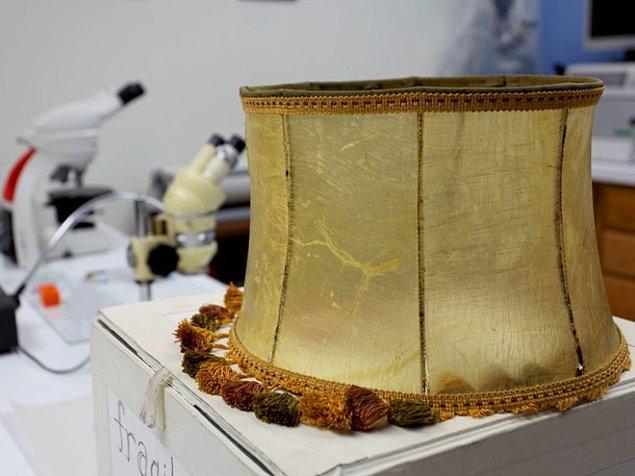 Eşyanın şu anki sahibi Amerikalı Mark Jacobson'a abajur, koleksiyoner bir arkadaşından hediye olarak gelmiş.