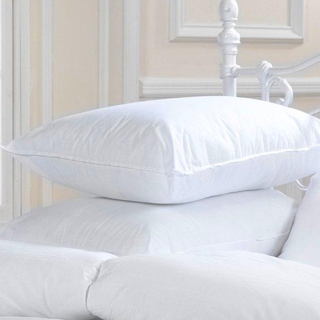 1. Sönük yastıklarınızı bir kenara bırakın ve yenileri ile değiştirin. Şöyle bir yastıkta uyuduktan sonra güne daha güzel uyanacaksınız.