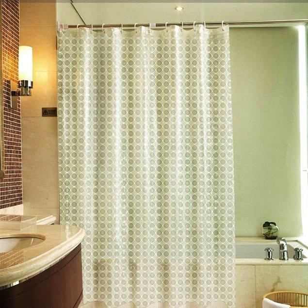 4. Banyodan çıkarken tene yapışan soğuk duş perdesinden kurtulmanın zamanı gelmedi mi? Bu gördüğünüz de duş perdesi aslında ama daha kaliteli bir malzeme kullanılmış.