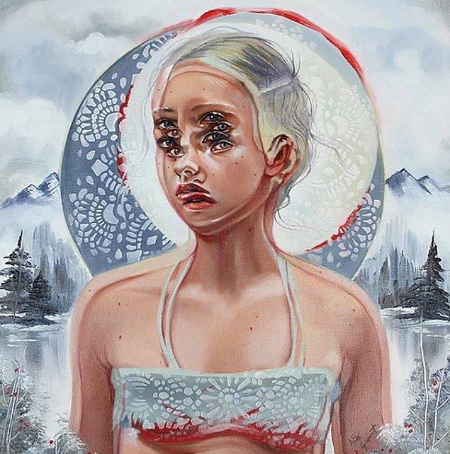 Portrelerinde kullandığı renk ve görüntü üst üste bindirme yöntemi ile herkesi sanatına hayran bırakıyor.