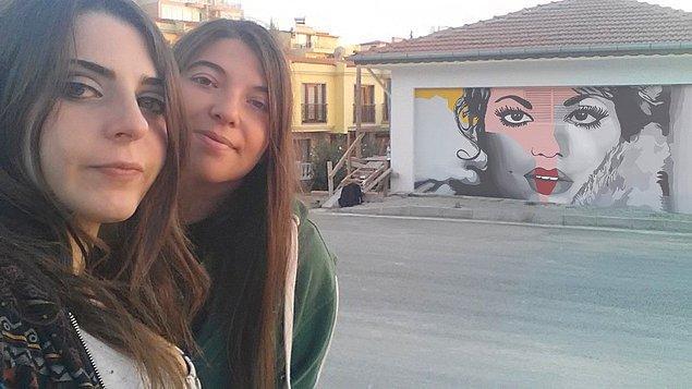 Venüs Şahin ve Çağla Cansın Karaman'ın sanatçı ruhları, Kuşadası sokaklarını böylesine güzelleştiriyor.