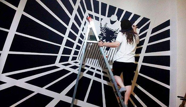 Her şey bir yakınlarının odasının duvarına Sin City filminin bir karesini çizmeleriyle başladı.