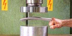 Adamantium Hidrolik Pres Makinesinin Altında Kalırsa Ne Olur?