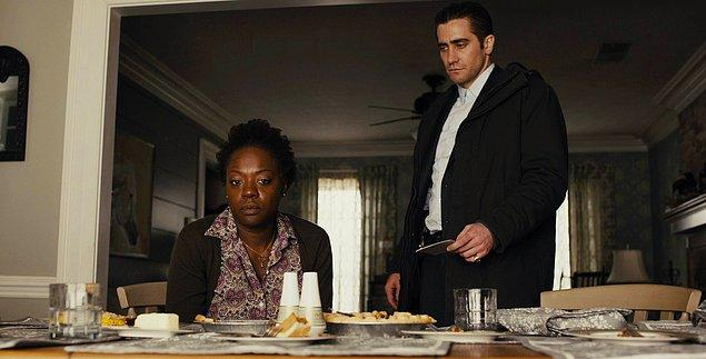 #9 İzlenmesi gereken bir diğer filminde bu yılın esaslı filmlerinden Arrival'ın yönetmeniyle çalışmıştı: Prisoners (2013)