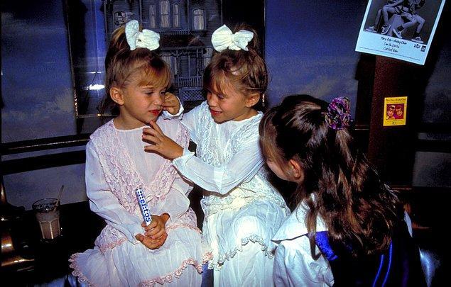 9. Mary-Kate Olsen ve Ashley Olsen Planet Hollywood'da, 1993.