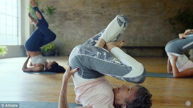 4. Yetenekli olduğu tek şey de yoga değil, bunun yanında dans konusunda da oldukça yetenekli.