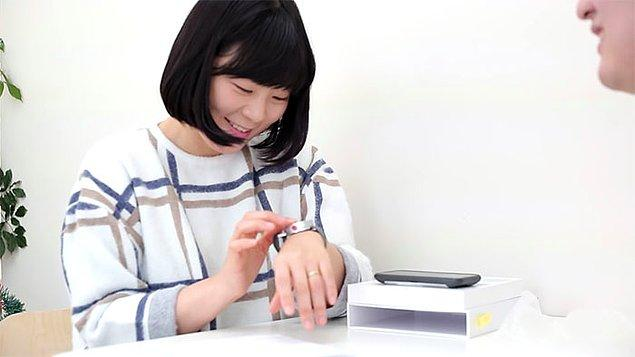 The Dot 4 aktif dinamik Braille ünitesi kullanarak mesajları sergiliyor ve kullanıcılar karakterlerin değişim hızını kendileri ayarlayabiliyorlar.