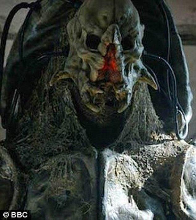 Boyu sayesinde Doctor Who dizisinde, Fisher King'i oynamıştı. Game of Thrones'da ise dev rolündeydi.
