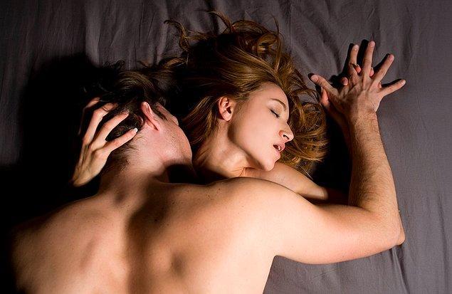 Araştırma diyor ki, heteroseksüel kadınlar da yatakta orgazm olmak istiyorsa eğer lezbiyen kadınların yaptıkları şeyleri yapmaları gerekli.