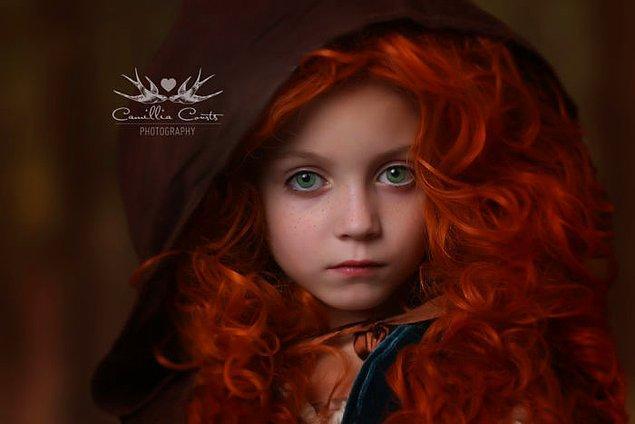 1. 7 yaşındaki Layla pek utangaç bir kız çocuğu olsa da, iş Disney kahramanlarını canlandırmak olunca kabuğundan çıkıveriyor.