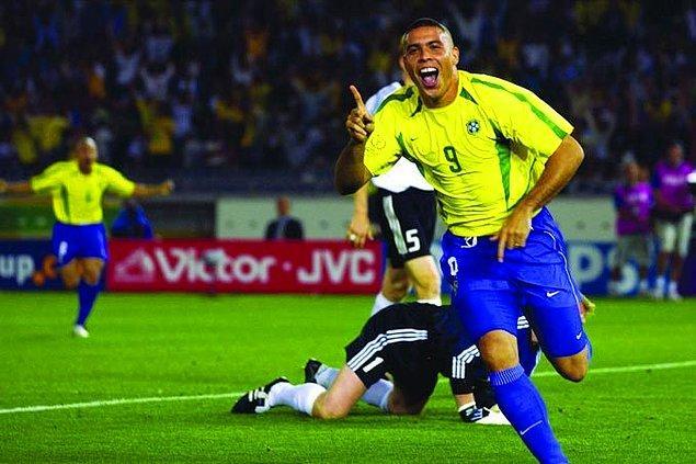 """5. Jairzinho:  """"Bir takım topu O'nun iki ayağının arasına atabilirse %50 golü atmış sayılır."""""""