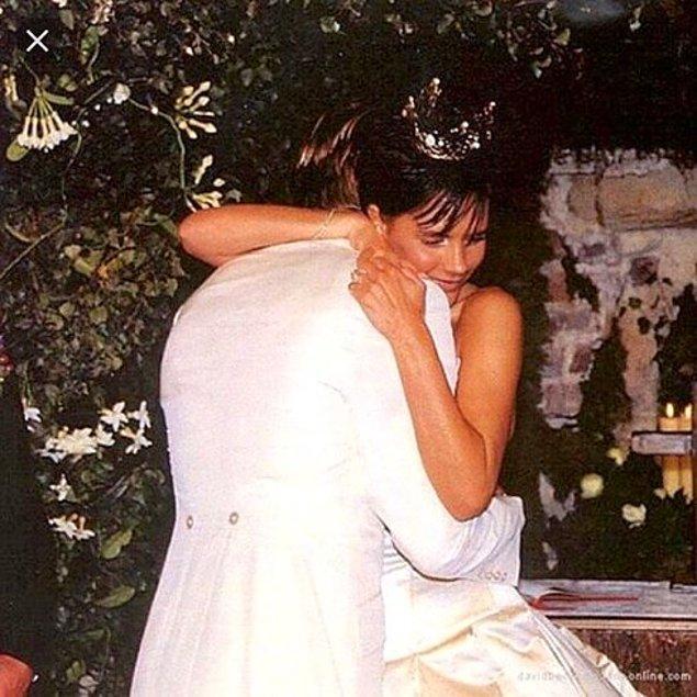 7. Çift 1999 yılında, 800.000 dolarlık bir düğünle evlendi ve Dublin'de yapılan düğüne 500 davetli geldi.