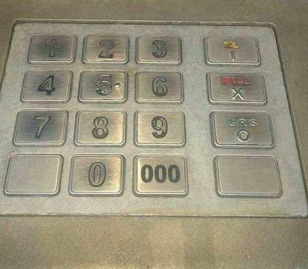 15. Ama ATM'ler için en hüzünlü manzara kesinlikle budur: Neredeyse hiç kullanılmayan 000 tuşu