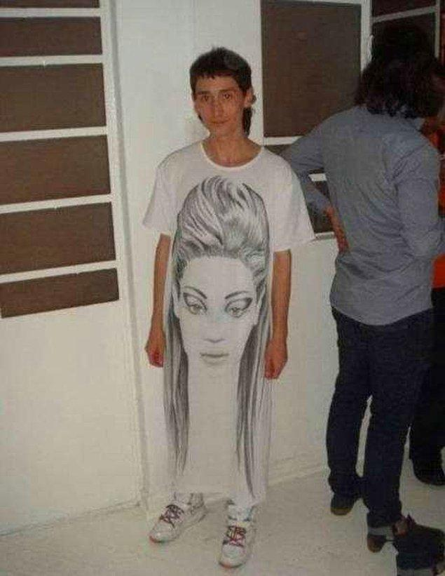 15. Temiz pantolonun falan kalmayınca tercih edilebilir aslında bu boy tişörtler, aklıma yattı