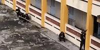 Sırıkla Binaya Tırmanan Vietnam Polisi