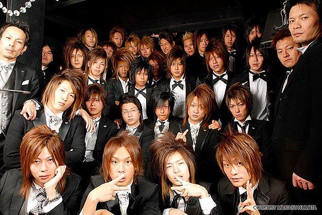 Bu erkeklere asıl olarak Hosuto deniyor. Yaptıkları iş daha iyi anlaşılsın diye ise erkek geyşa yakıştırması yapılıyor.