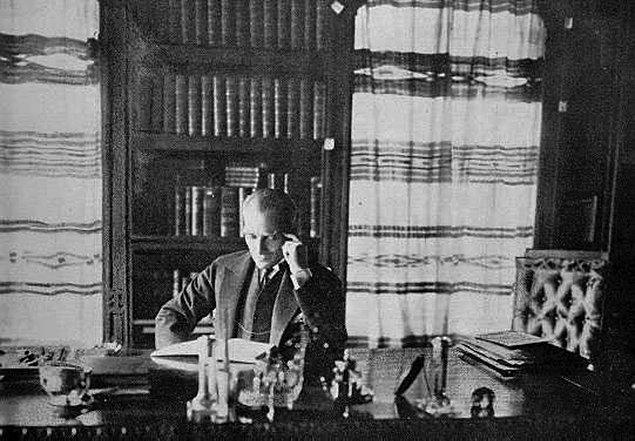 """Bu durum onu daha da heyecanlandırdı ve zarfı açtı. """"Elmira, New York, 28 Ekim 1923"""""""