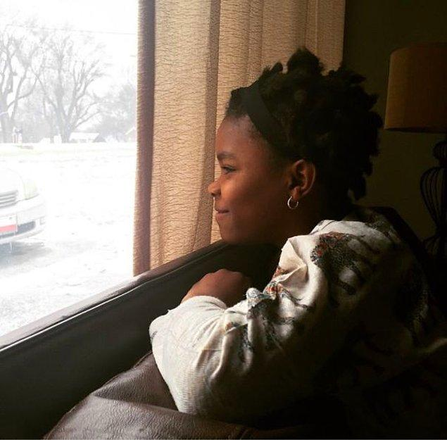 18. Haiti'den evlatlık alınan bu güzel kız kar heyecanını tadıyor.
