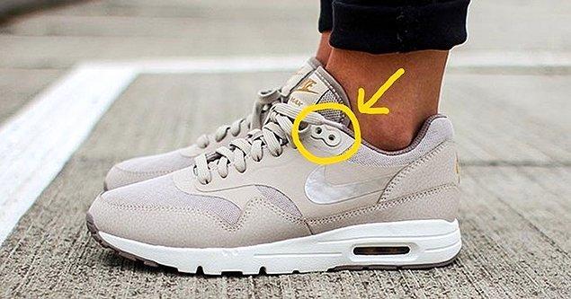 5. Koşu ayakkabılarının en üst kısmında bulunan ayakkabı bağı deliği: