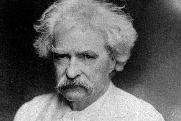 İnsanların giyim tarzı Twain'in ilgisini oldukça çekmiş gibi...