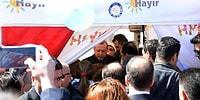 Günün Politik Sürprizi: Cumhurbaşkanı Erdoğan'dan 'Hayır' Standına Ziyaret