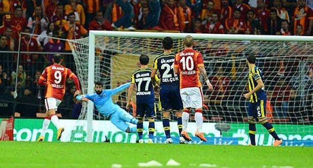 9. Sneijder'in Volkan'ı çaresiz bıraktığı an.