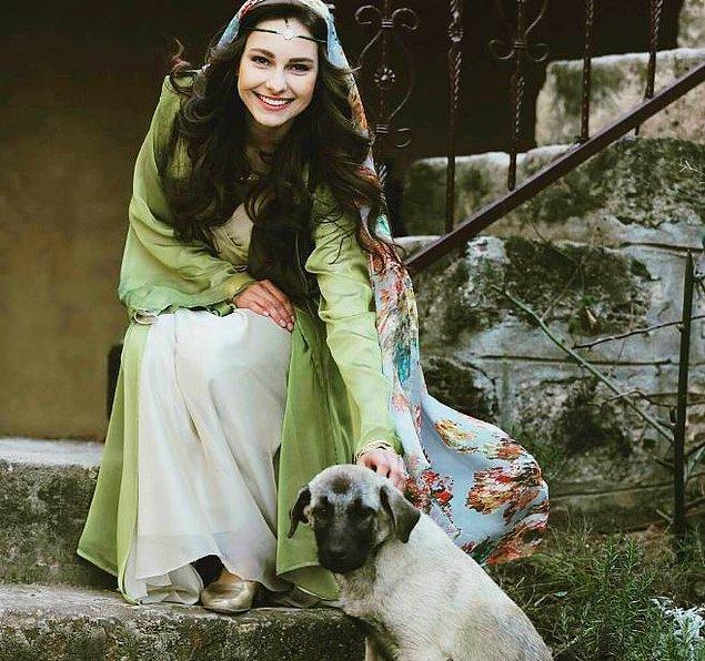 Oyuncu, dizide İspanyol genç kız Bella karakterine hayat veriyor.