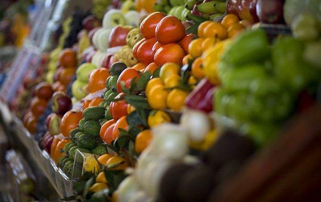 Gıda fiyatları yüzde 2'ye yakın arttı. Yüzde 1,93 artan gıda fiyatları TÜFE'nin yüksek gelmesinde yine başrol oynadı. Yüksek enflasyonda gıdanın etkisi 0,42 puan olarak hesaplandı.