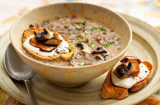 9. Klasik haline gelen kremalı mantar çorbası