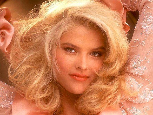 Bu dünyalar güzeli; orta sınıf bir ailenin kızı olarak 1967'de, Teksas'ta dünyaya geldi.