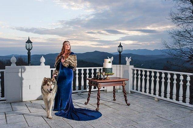 Çekimlerde gelin, Sansa Stark olarak da poz verdi. Hatta yüzük taşıyıcısı bir ulukurttu.