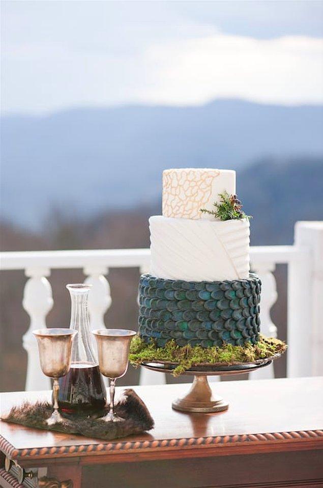 Asıl GoT fantezisini hayata geçiren düğünün diğer detaylarıydı. Mesela bu 'Ejderhaların Annesi' düğün pastası: