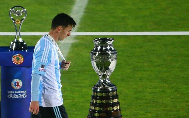 2. İki tane finali kaybeden ve henüz Copa America'ya ulaşamayan Messi, henüz vatandaşı olduğu ülkenin kıtasındaki en büyük kupayı da kazanamadı.