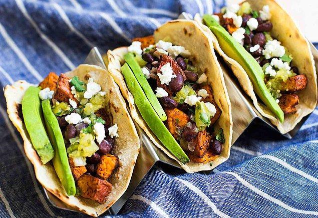 10. Tarife kişi sayısı kadar taco yazdık ama siz malzemeleri bol bol arttırın. Bizden söylemesi...