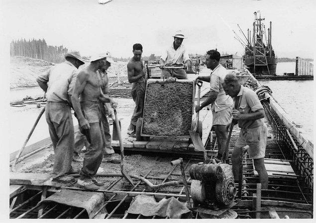 Asgari ücret dünyada ilk kez 1890 yılında Avustralya ve Yeni Zelanda'da resmen başlatılan bir uygulama.