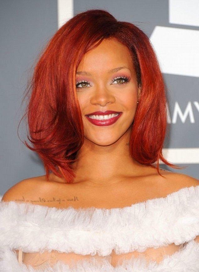 11. Rihanna da vücudunun pek çok yerine dövme kazıtan isimlerden biri!