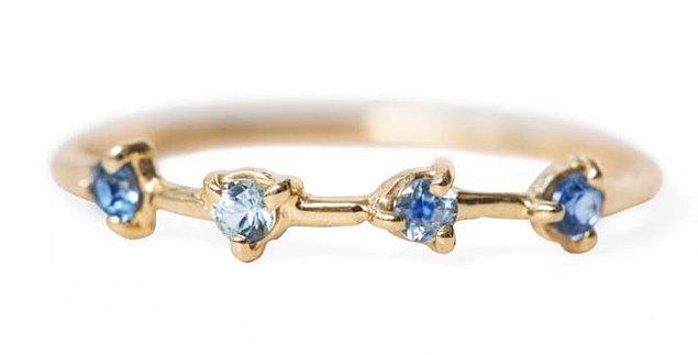 4 önemli anınızı sembolize edebilecek, mavi safir taşlı yüzüğü izlemekten asla sıkılmayacaksınız.