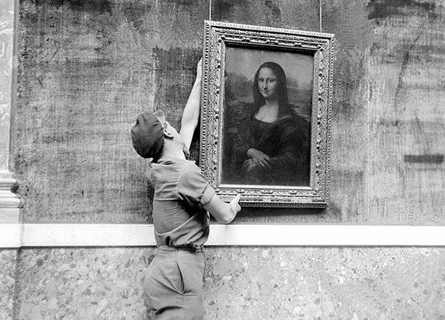 3. 1804 yılında Louvre müzesine koyuldu. İnsanlar artık Napoleon'un başbaşa uyuduğu tabloya bakabilecekti.