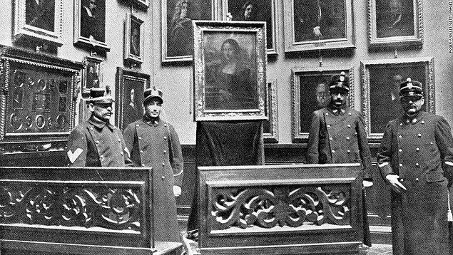 4. Dananın kuyruğu 1911 yılında koptu. Mona Lisa, aşılamaz denen Louvre güvenliğini aşan biri tarafından çalındı.