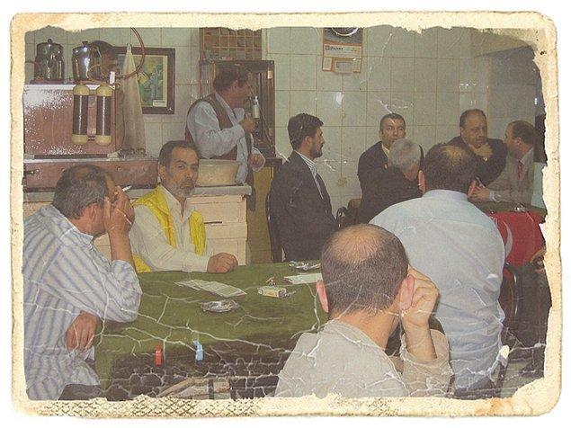 """18. """"Tarihe tanıklık eden ilginç fotoğraflarda bugün: 1969 yılında bir kahvehane."""""""