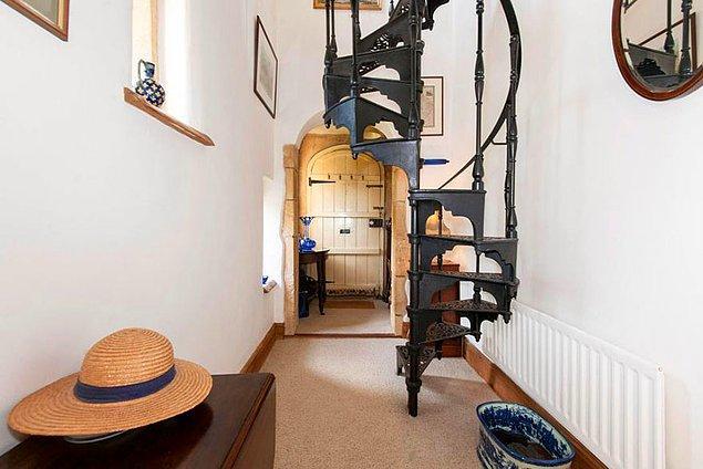 Aynı mimar geçmiş yıllarda, ''Buckingham Sarayı''nın restorasyon çalışmalarında yer almış.