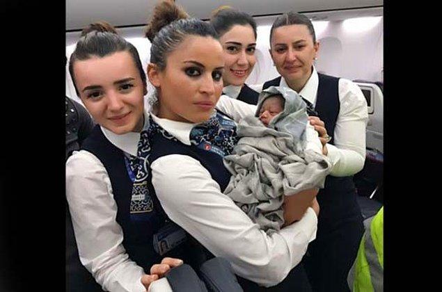 Gine asıllı Fransız vatandaşı Diabi Nafy isimli kadın, uçuştan yaklaşık 1 saat sonra sancılanmaya başladı. Bu sırada uçak, Mali'nin üzerinden geçiyordu.