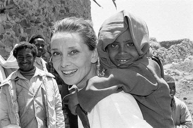 12. Audrey Hepburn, bu filmdeki rolü için toplamda 1 milyon dolar aldı ve bu parayı bir kuruşuna bile dokunmadan UNICEF'e bağışladı.