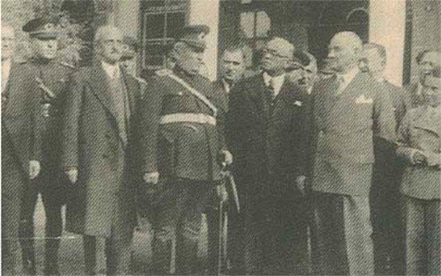 Yıl 1934, o dönemde Milli Eğitim Bakanlığı Ulus'tadır. Bakan ise Niğdeli Abidin Özmen'dir. Bakan, makamında çalışmaktadır.
