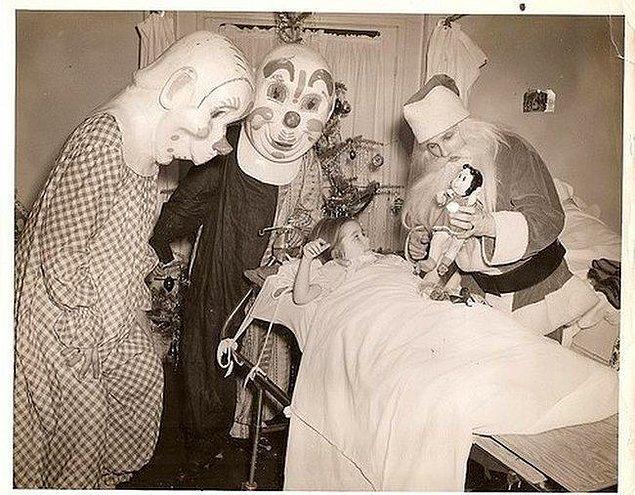 6. 1950'li yıllarda hastanede yatan çocukların davetsiz misafirleri.