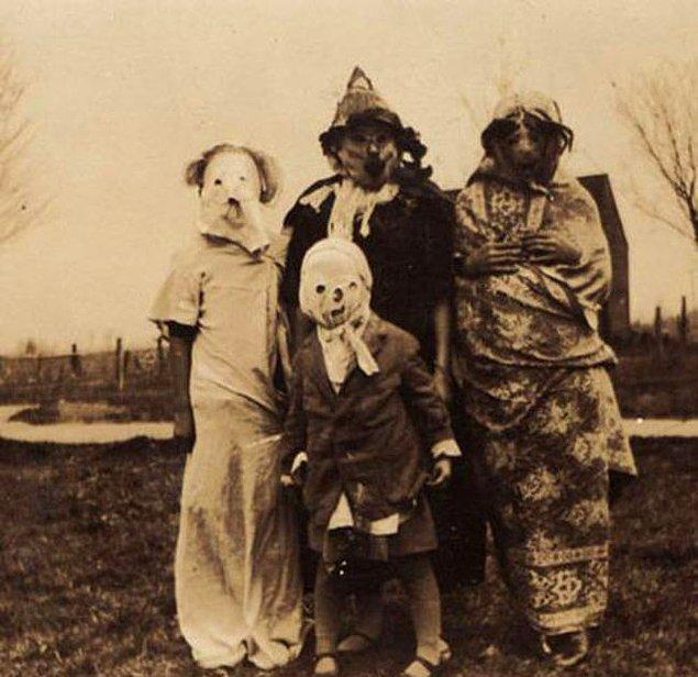 13. Cadılar bayramı için 'süslenmiş' aile.