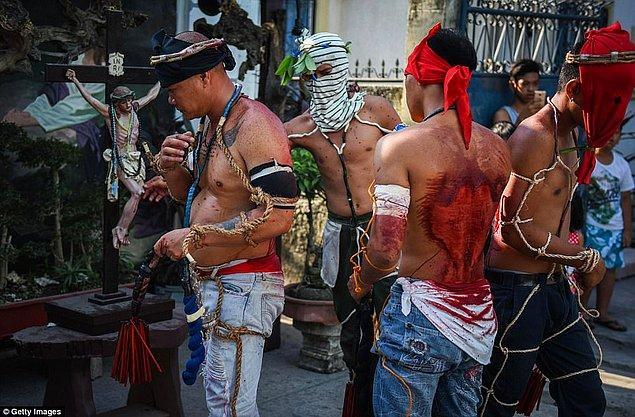 Bu görüntüler ne kadar vahşi olsa da bu gelenek uzun yıllardır devam ediyor.
