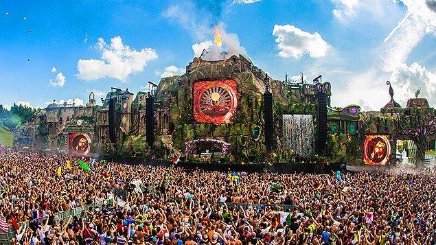 7. Dünyanın ne başarılı sahne tasarımlarıyla gündeme damga vuruyorlar: Tomorrowland / Belçika